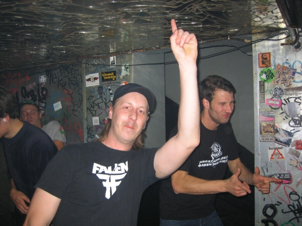 Feeling the bass at the Kraken party, October 2007. Hand signs, yes yes, you know the drill.