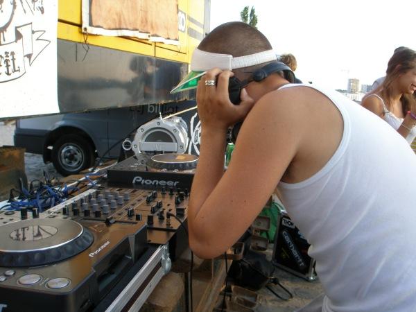 DJ 2000F on the decks.