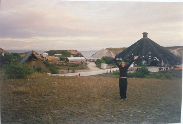 Tadaaaaa! Yes, you are right, this is me, a Not So Secret Junglist out and about. This is SUPER RARE, people. A scan from Camp Electric, summer 2001. The massive Pyramid stage to the right, The Lodge to the left in the background (where jungle was played). behind the Lodge, the outdoor stage.