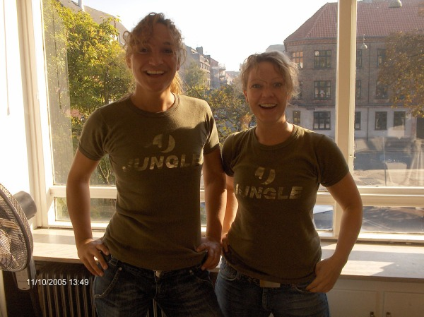 Look at thiiiiiis! So, I was moving flats, and we are wearing matching JUNGLE t-shirts to rise to the challenge of the hard work ahead. /That's what friends are foooooooor.